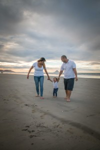 Dayna-Walking-with-Mum-&-Dad-(OFW)